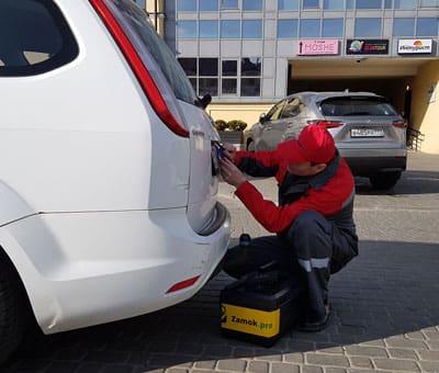 вскрытие багажника авто