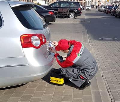 как открыть багажник Мерседеса